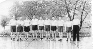 Лёгкоатлет. команда 4 гв. иап КБФ, Мамоново, 1955, А.В. Костров (слева, бег на длинные дистанции), капитан к-ды летчик В. Кузнецов - справа
