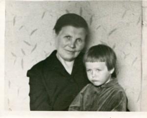Маня с внучкой Олей Лоллиной