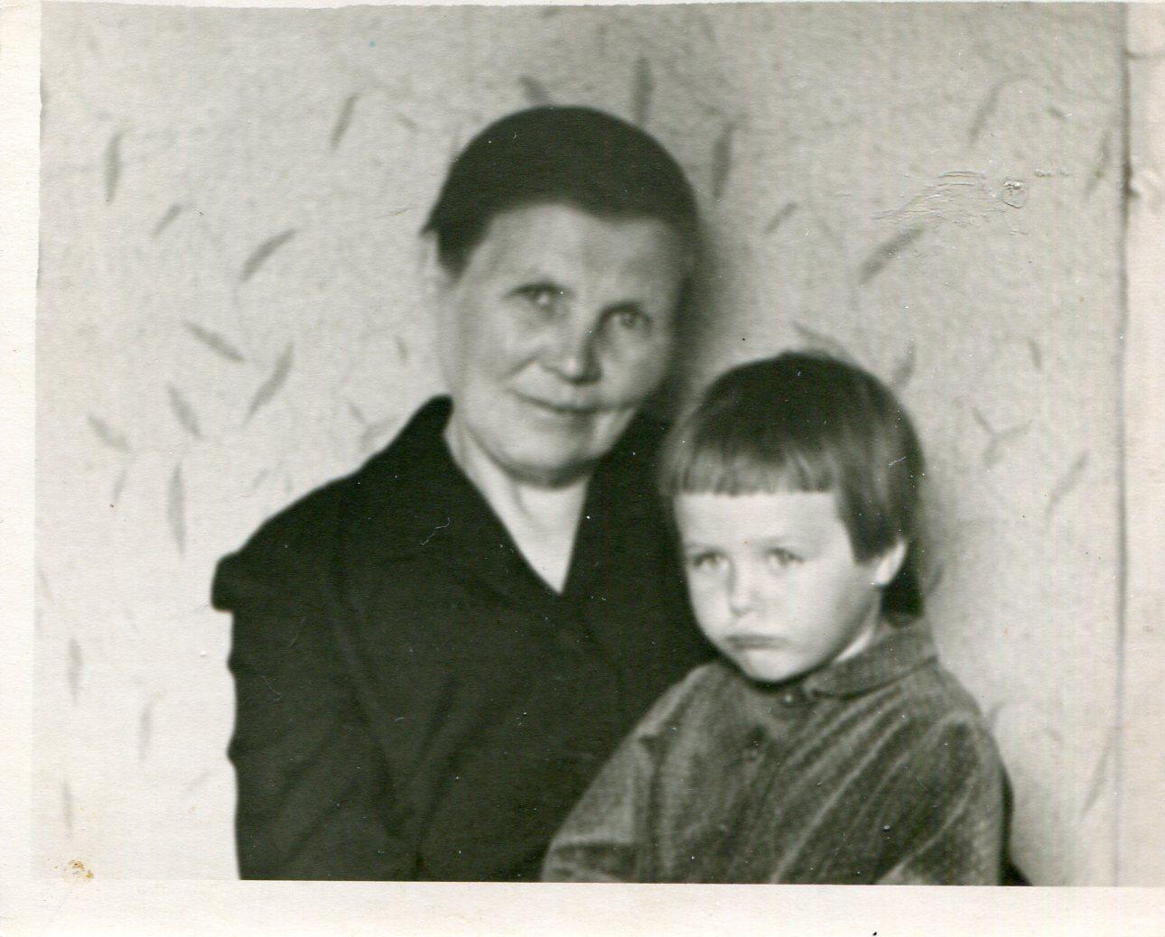 Русская мама и тётя с сынком 13 фотография