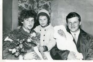 Сын Поли Валя с женой Шурой, 1969