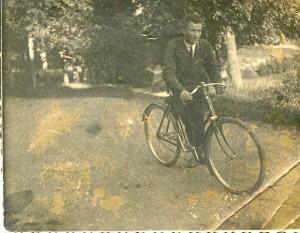 д. Вася на велосипеде фининспектора
